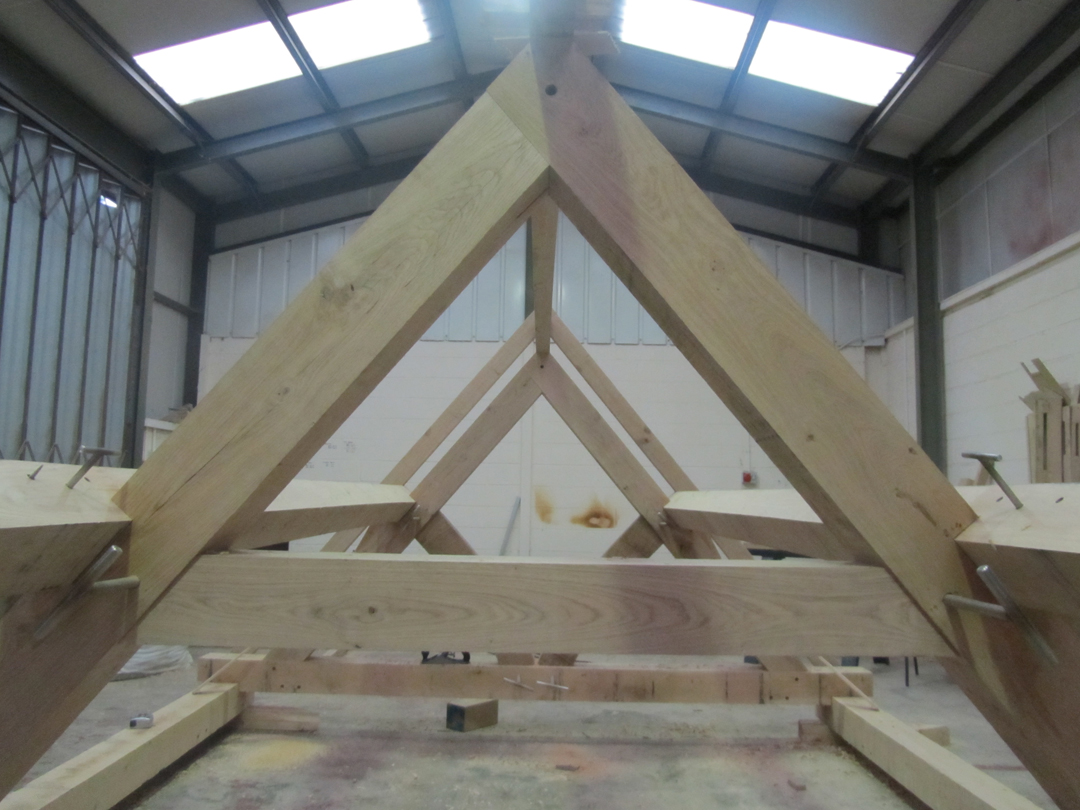Closed Truss &amp Purlin Roof
